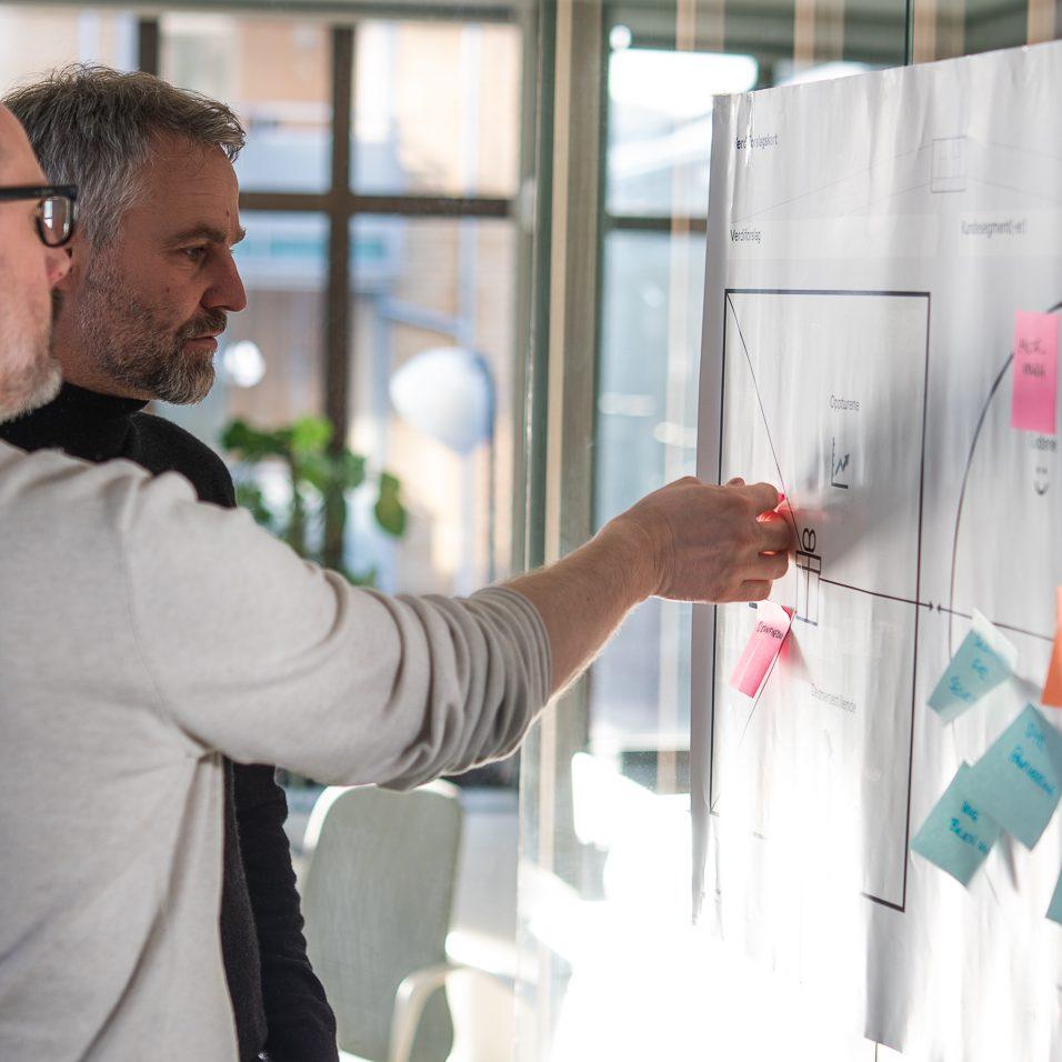 Klaes og Truls jobber med strategi og rådgivning